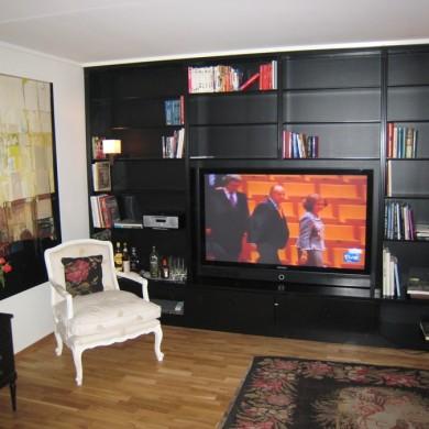 Stuereol med plass til barskap og TV.