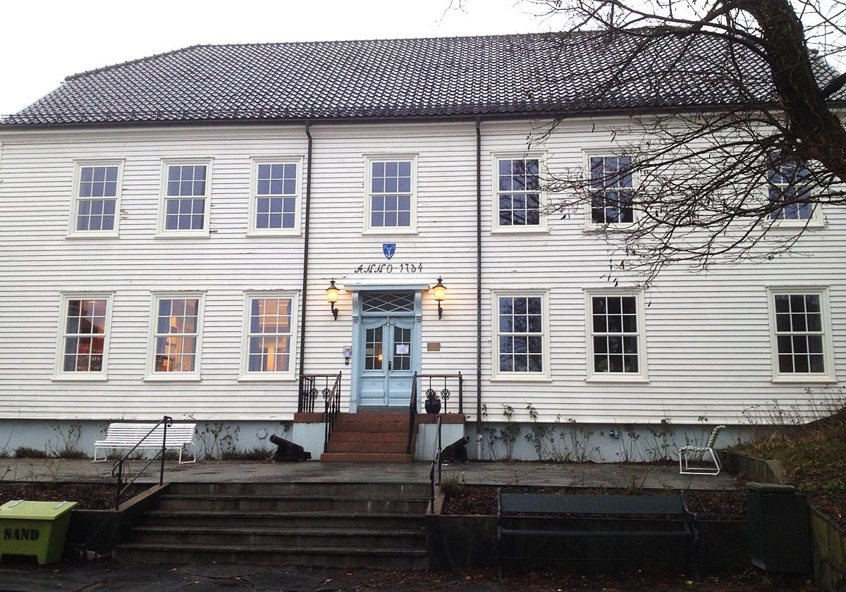 Solfjeld AS har levert spesialvinduer til restaurering av Lillesand rådhus